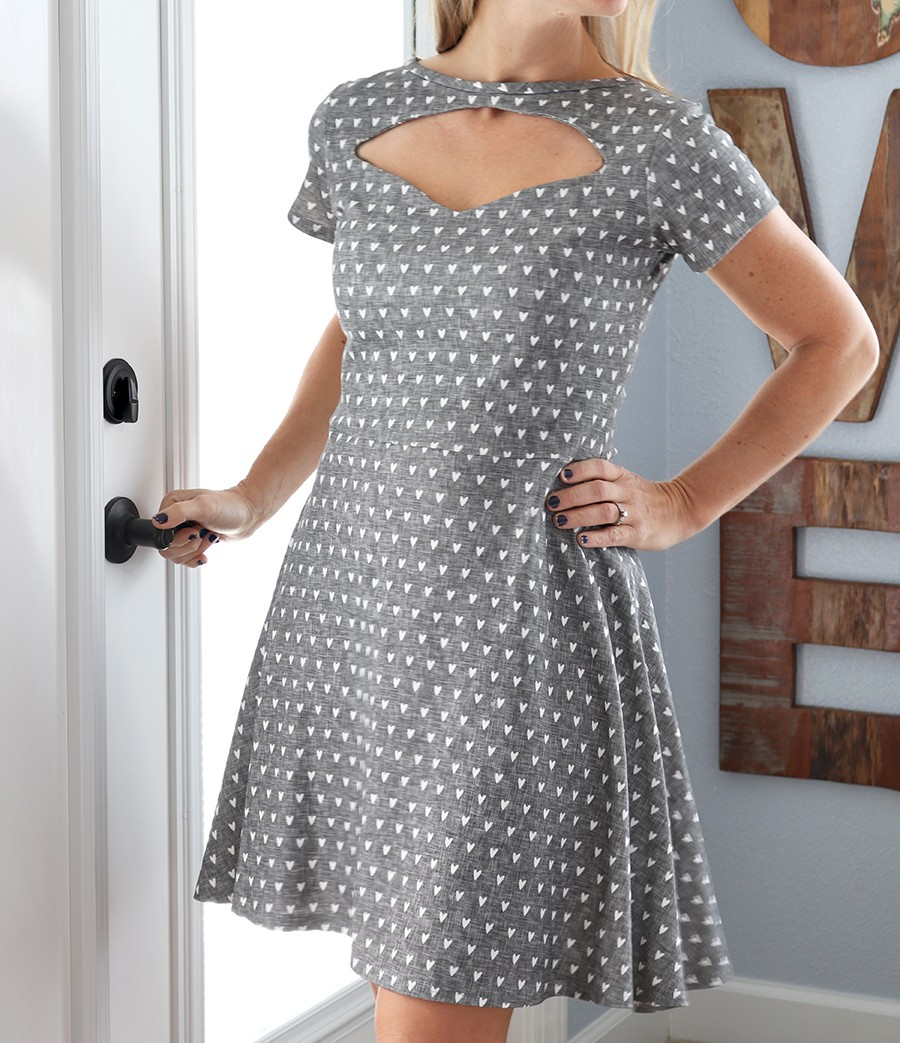 1940s style keyhole dress tutorial, with bonus hair style DIY video