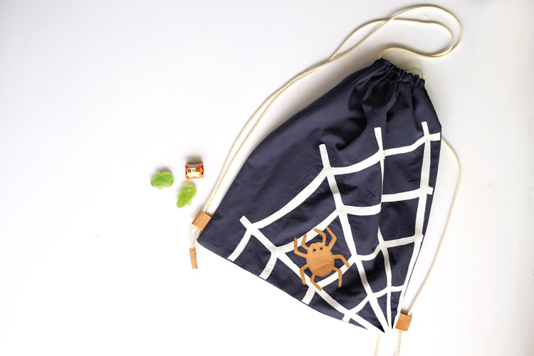 Halloween Drawstring Backpack DIY