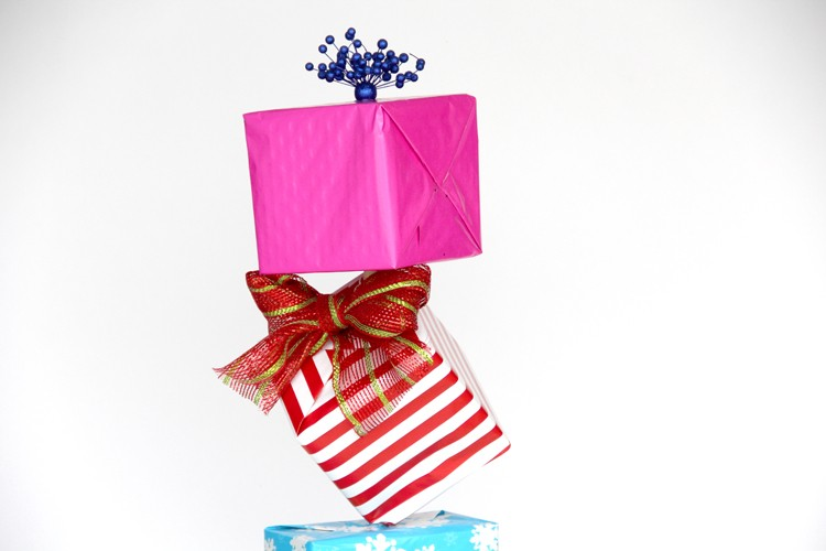 How to make 'Seuss-like' diagonal Christmas present stacks