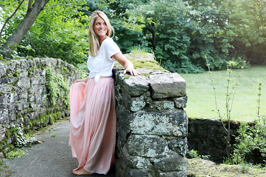 how to sew a simple, flowy maxi skirt - perfect for any occasion! Gauze maxi skirt DIY