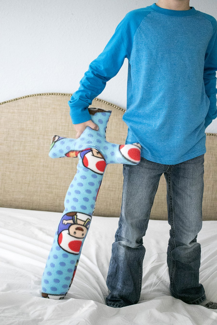 easy beginner sewing idea, fleece kids sword - make it in under 10 minutes!