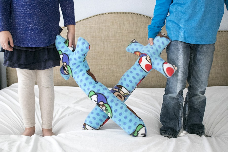 fun and easy fleece pillow swords || fun handmade gifts for boys or girls!